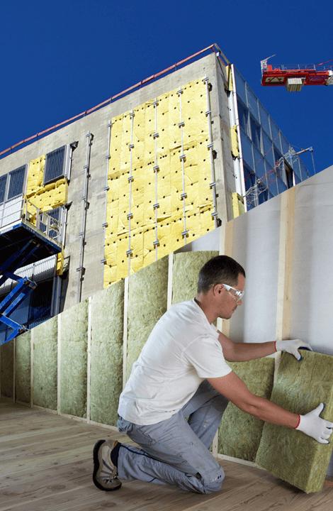 Comparons les différentes manières d'isoler un bâtiment thermiquement : l'isolation thermique par l'intérieur ou l'extérieur.
